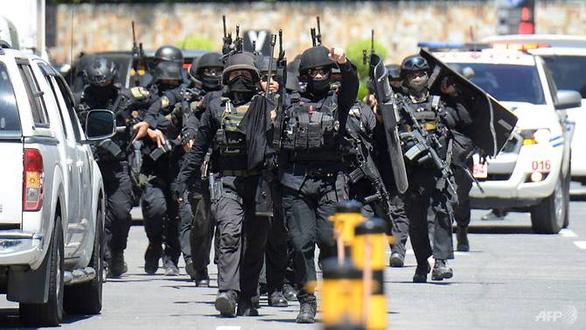 30 người bị bắt làm con tin ở trung tâm mua sắm ngoại ô Manila