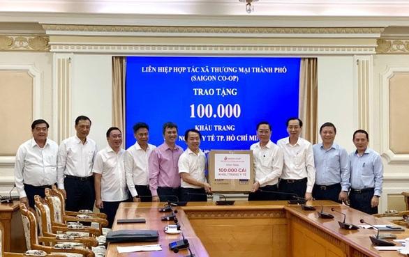Saigon Co.op 'tung' 10 triệu khẩu trang vải giá không lợi nhuận ra thị trường - Ảnh 1.
