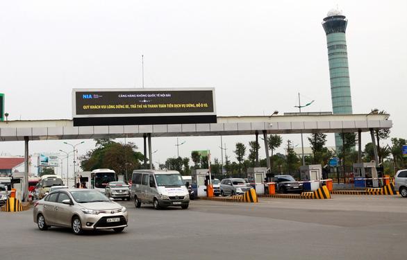Lắp đặt hệ thống đếm giờ, không thu phí xe vào sân bay trong 10 phút - Ảnh 1.