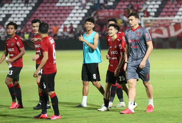 HLV Muangthong United: Văn Lâm và Somporn Yos phải cạnh tranh với nhau - Ảnh 2.