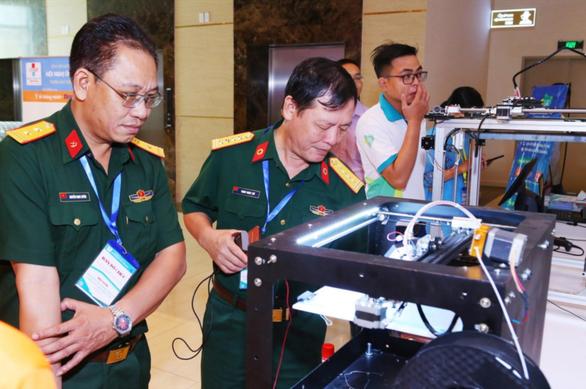 TP.HCM sắp thử nghiệm robot khử khuẩn phòng cách ly - Ảnh 1.