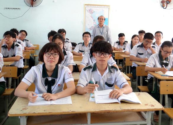 Bộ GD-ĐT công bố chi tiết giảm tải chương trình cho học sinh các cấp - Ảnh 1.