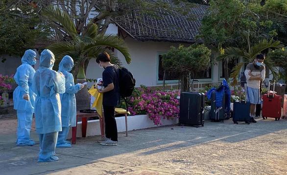 Khách sạn, khu nghỉ dưỡng bắt đầu đón khách cách ly dịch - Ảnh 1.
