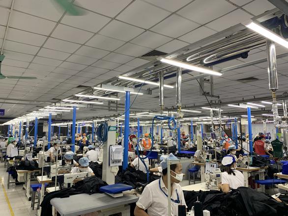 Hơn 15% số doanh nghiệp cắt giảm quy mô sản xuất vì COVID-19 - Ảnh 1.