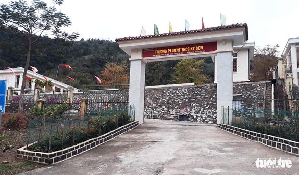 Dọn ký túc xá trường vùng cao đón người lao động từ Lào về cần cách ly - Ảnh 2.