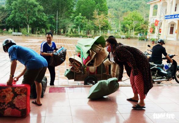 Dọn ký túc xá trường vùng cao đón người lao động từ Lào về cần cách ly - Ảnh 3.