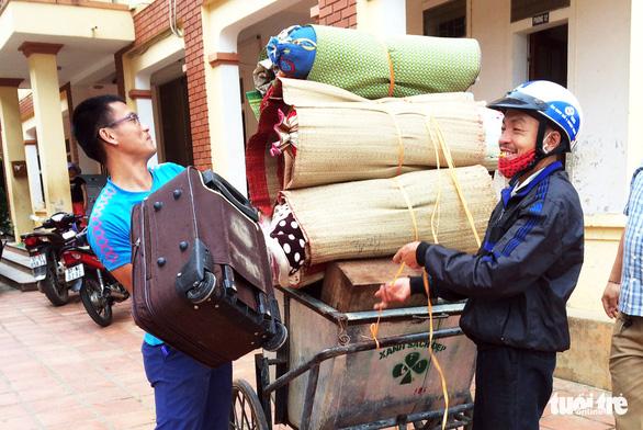 Dọn ký túc xá trường vùng cao đón người lao động từ Lào về cần cách ly - Ảnh 1.