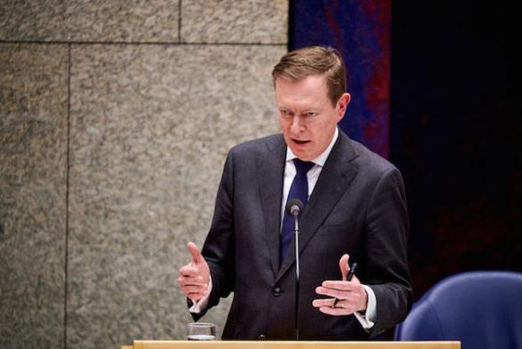 Bộ trưởng Y tế Hà Lan từ chức sau khi ngất tại quốc hội vì kiệt sức - Ảnh 1.