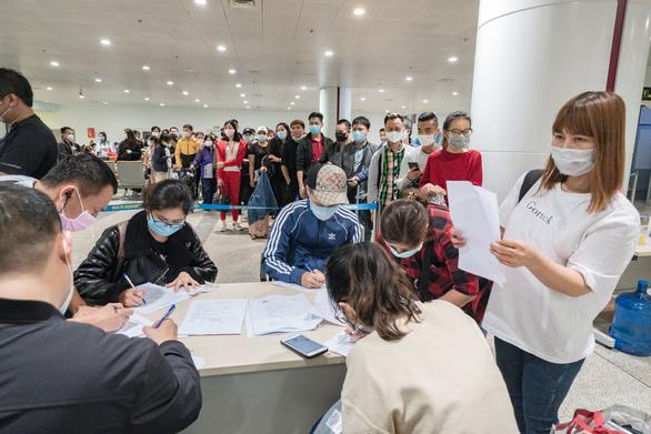 Từ 0h ngày 21-3, người nhập cảnh vào Việt Nam đều phải cách ly - Ảnh 1.