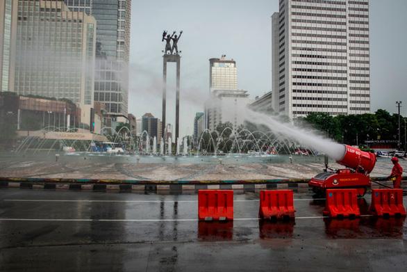 Dịch COVID-19 tối 22-3: Malaysia, Indonesia huy động quân đội chống dịch - Ảnh 2.