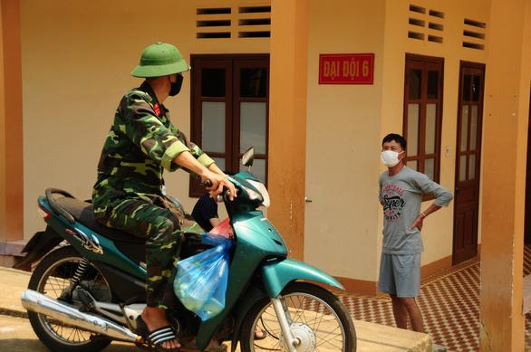 Doanh trại quân đội mở cửa đón kiều bào về tránh dịch - Ảnh 14.