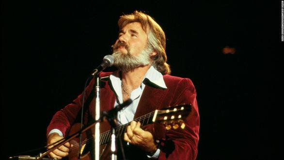 Huyền thoại nhạc đồng quê Kenny Rogers qua đời - Ảnh 3.