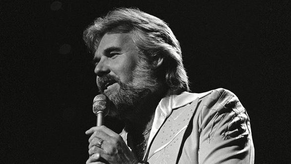 Huyền thoại nhạc đồng quê Kenny Rogers qua đời - Ảnh 1.