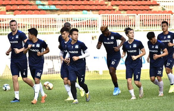 V-League 2020 tạm hoãn: Các CLB cố gắng giữ lửa - Ảnh 1.