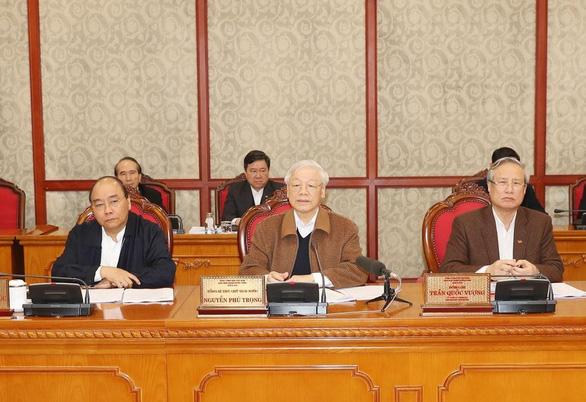 Bộ Chính trị: Kiên quyết kiểm soát lây nhiễm COVID-19, hỗ trợ doanh nghiệp, người dân - Ảnh 1.