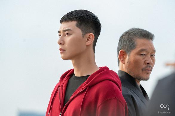 Itaewon Class: Cách vĩ đại nhất để trả thù chính là hóa giải hận thù - Ảnh 9.