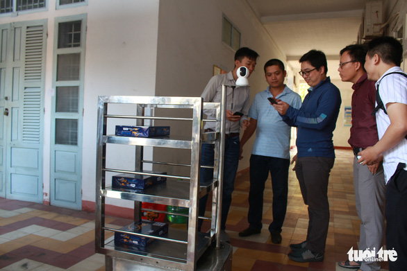 Thầy trò chế tạo robot phục vụ người cách ly vì dịch COVID-19 - Ảnh 3.