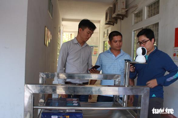Thầy trò chế tạo robot phục vụ người cách ly vì dịch COVID-19 - Ảnh 6.