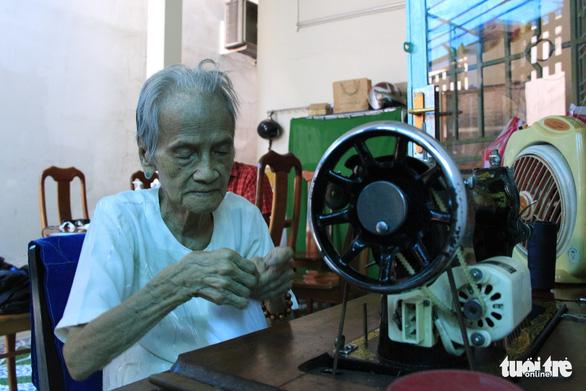 Mẹ Việt Nam anh hùng Ngô Thị Quýt: 'Tui thấy giúp được chi thì giúp thôi' - Ảnh 7.