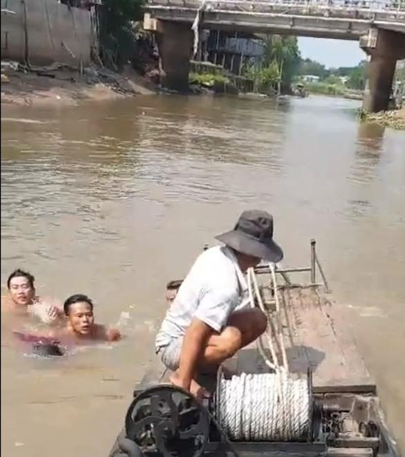 3 trẻ rủ nhau tắm kênh, 1 bé bị đuối nước - Ảnh 2.