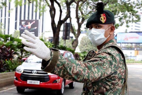 Công dân Việt mắc kẹt ở Malaysia đang được hỗ trợ - Ảnh 1.