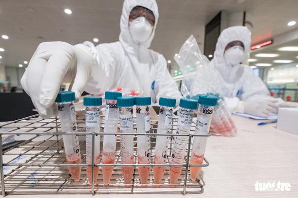 Thêm 6 bệnh nhân COVID-19 mới, 2 ca từ ổ dịch Bạch Mai - Ảnh 1.