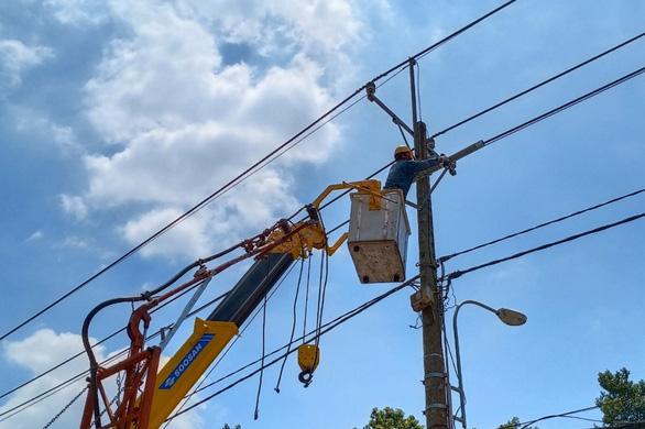 EVNHCMC khẩn trương hoàn thành cấp điện giai đoạn 3 cho Bệnh viện dã chiến Củ Chi - Ảnh 1.