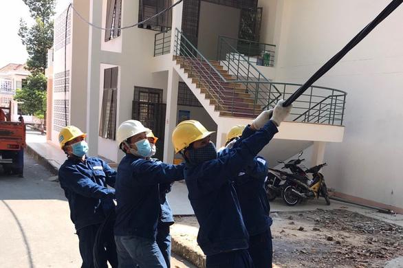 EVNHCMC khẩn trương hoàn thành cấp điện giai đoạn 3 cho Bệnh viện dã chiến Củ Chi - Ảnh 4.
