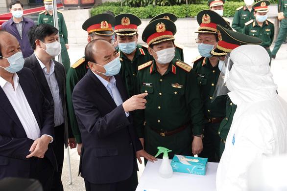 Thủ tướng nhắc quân đội tự bảo vệ, không để dịch COVID-19 lây vào lực lượng - Ảnh 1.