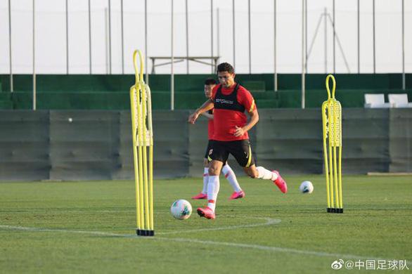 Về nước sau khi tập huấn cho vòng loại World Cup, tuyển Trung Quốc phải cách ly - Ảnh 1.
