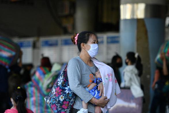 Tăng hơn 300 ca nhiễm trong hai ngày, điều gì đang xảy ra ở Thái Lan? - Ảnh 1.