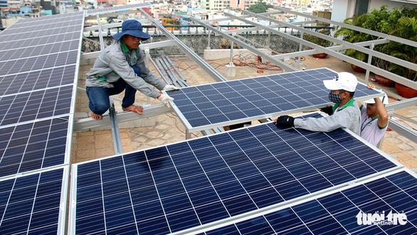 Trăm dự án điện mặt trời vào cuộc cạnh tranh, người dùng hưởng lợi - Ảnh 2.