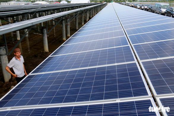 Trăm dự án điện mặt trời vào cuộc cạnh tranh, người dùng hưởng lợi - Ảnh 1.