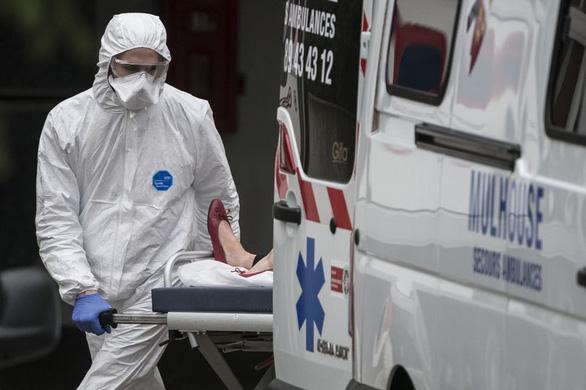 Bác sĩ Pháp chết vì COVID-19: Ông không nghỉ hưu, đi chống dịch giúp đất nước - Ảnh 2.