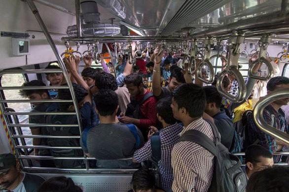 Ấn Độ ngưng tàu lửa ở Mumbai phòng COVID-19, ảnh hưởng 8 triệu người - Ảnh 1.