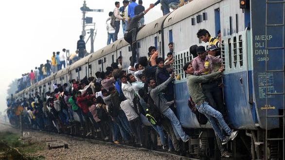 Ấn Độ ngưng tàu lửa ở Mumbai phòng COVID-19, ảnh hưởng 8 triệu người - Ảnh 2.