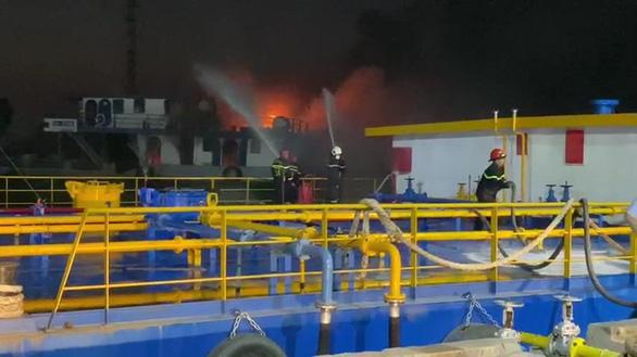 Tìm thấy thi thể thuyền viên mất tích trong vụ cháy tàu trên sông Đồng Nai - Ảnh 1.