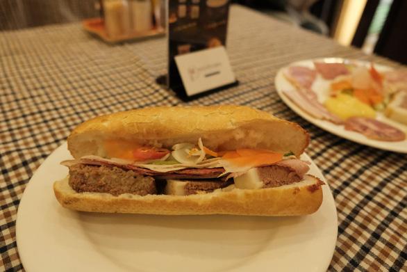 Hàng loạt tiệm bánh mì khuyến mãi nhân tuần lễ Tôi yêu bánh mì Sài Gòn - Ảnh 6.