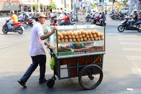 Hàng loạt tiệm bánh mì khuyến mãi nhân tuần lễ Tôi yêu bánh mì Sài Gòn - Ảnh 1.
