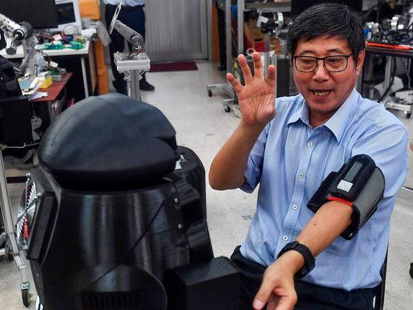Y tá robot giúp bác sĩ thăm khám bệnh nhân COVID-19 - Ảnh 3.