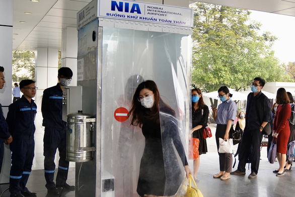 Nhóm kỹ sư trẻ sân bay Nội Bài làm buồng khử khuẩn toàn thân - Ảnh 1.