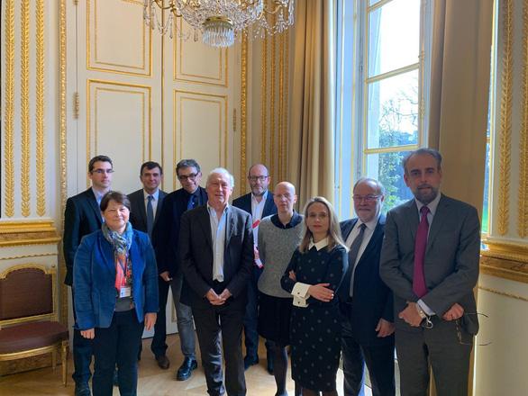 Tổng thống Pháp nghe lời ai trong chỉ đạo chống dịch COVID-19? - Ảnh 2.
