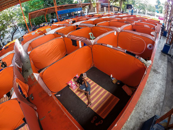 Lo COVID-19 lây lan, Philippines dựng lều cho người vô gia cư - Ảnh 1.