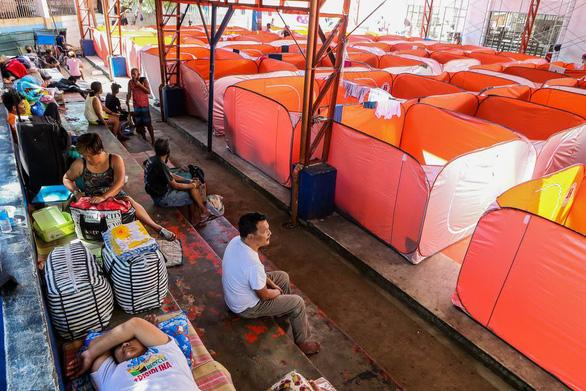 Lo COVID-19 lây lan, Philippines dựng lều cho người vô gia cư - Ảnh 2.