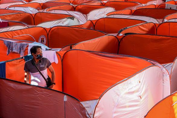 Lo COVID-19 lây lan, Philippines dựng lều cho người vô gia cư - Ảnh 4.