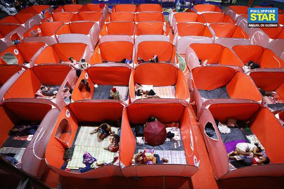 Lo COVID-19 lây lan, Philippines dựng lều cho người vô gia cư - Ảnh 7.