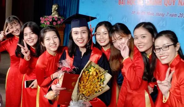 Một trường đại học tạm ngừng phát bằng tốt nghiệp do COVID-19 - Ảnh 1.