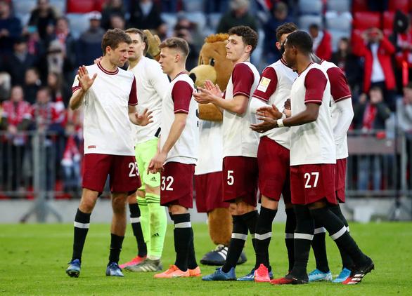 Cầu thủ Bayern Munich và Dortmund giảm lương giúp đội bóng mùa COVID-19 - Ảnh 1.