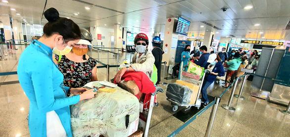 Vietnam Airlines giảm thu 50.000 tỉ, 10.000 nhân viên nghỉ việc - Ảnh 1.