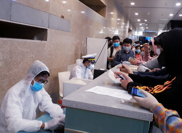 Chuyến bay Vietnam Airlines đưa gần 200 công dân mắc kẹt rời khỏi Philippines - Ảnh 9.